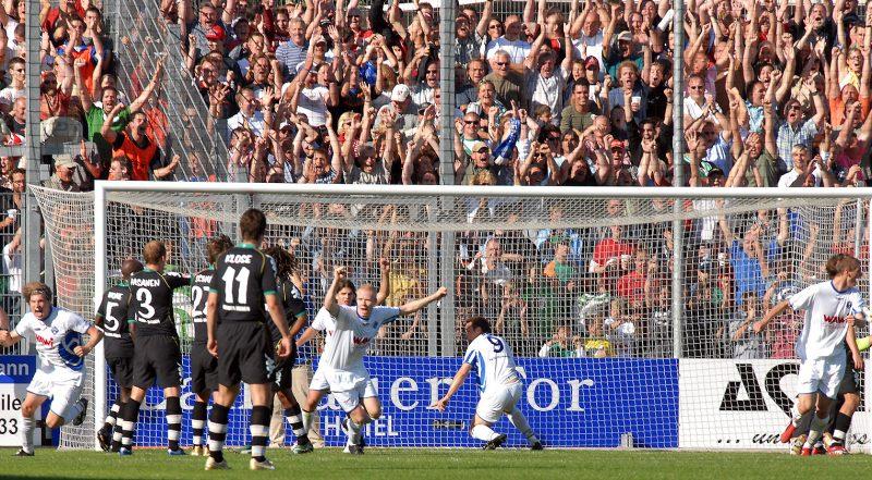 Der FKP geht im DFB-Pokal mit 1:0 gegen Werder Bremen in Führung. Nach dem 1:1 geht es ins Elfmeterschießen – und Pirmasens gewinnt mit 5:3 gegen den Bundesligisten. Foto: SWFV-Archiv, Seebald