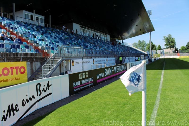 2. Als guter Gastgeber präsentierte sich der FK Pirmasens